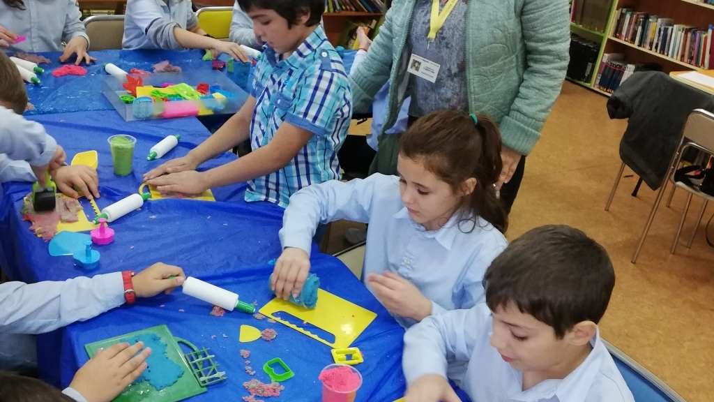 Ученици от русенски училища на гости в библиотеката