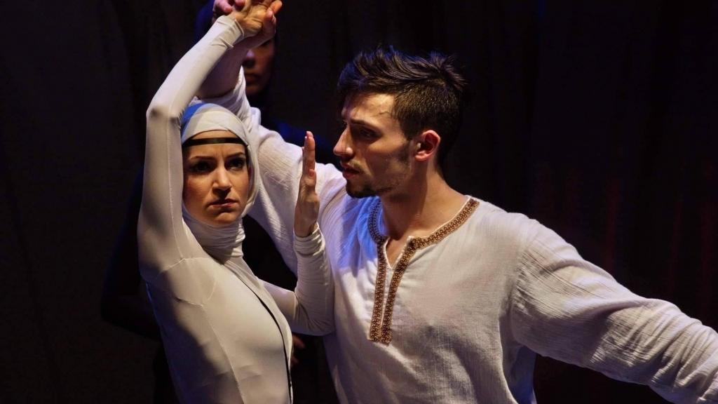 "Носителка на ""Кристална лира"" танцува в ""Нестинарка"" на русенска сцена"