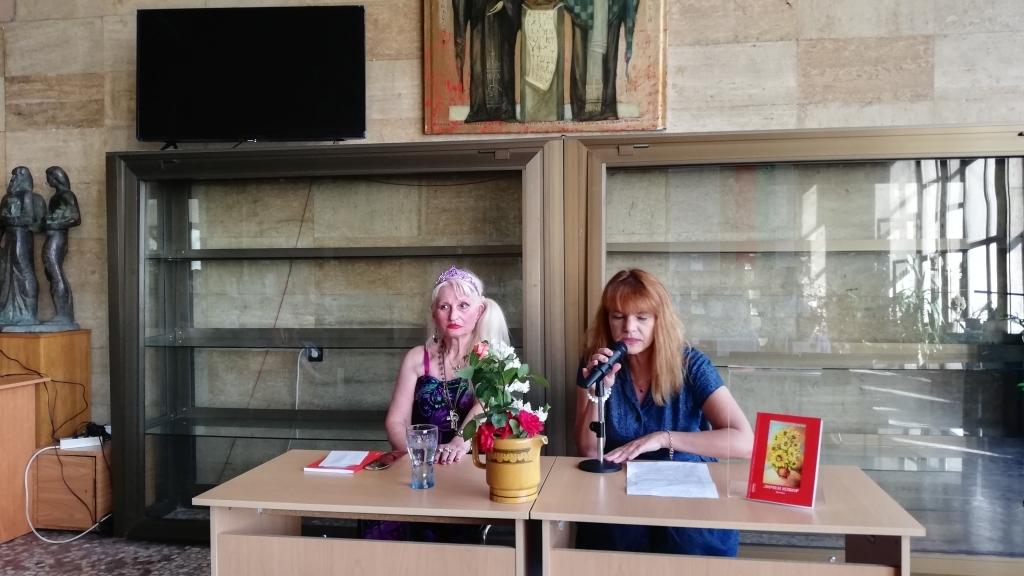 Николина Пенева представи 43-ата си стихосбирка