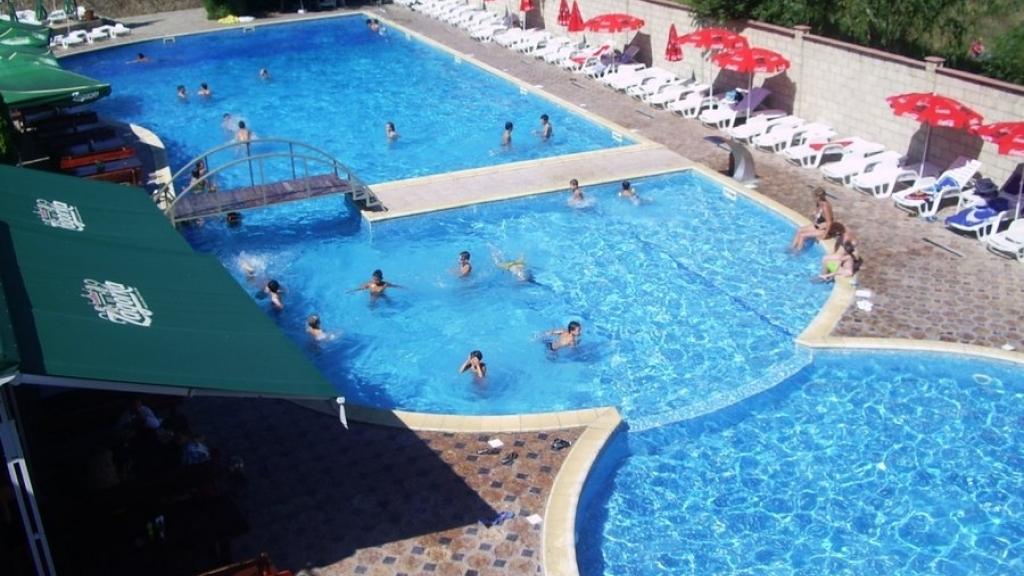 БЧК набира курсисти за водни спасители в басейн