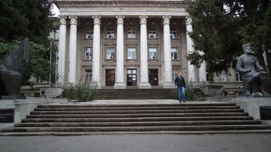Записват приетите след първо класиране в РУ студенти