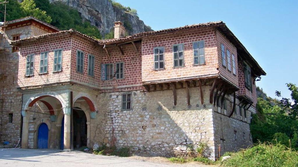 Преображенският манастир пази часовниковата кула на Кольо Фичето