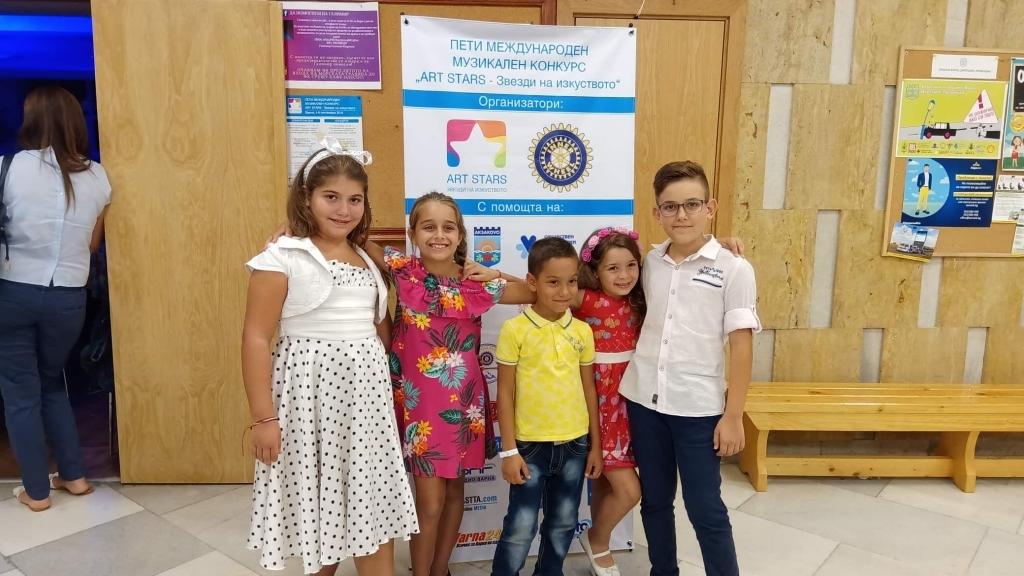 """Солисти от """"Слънчеви ноти"""" с награди от международен конкурс във Варна"""