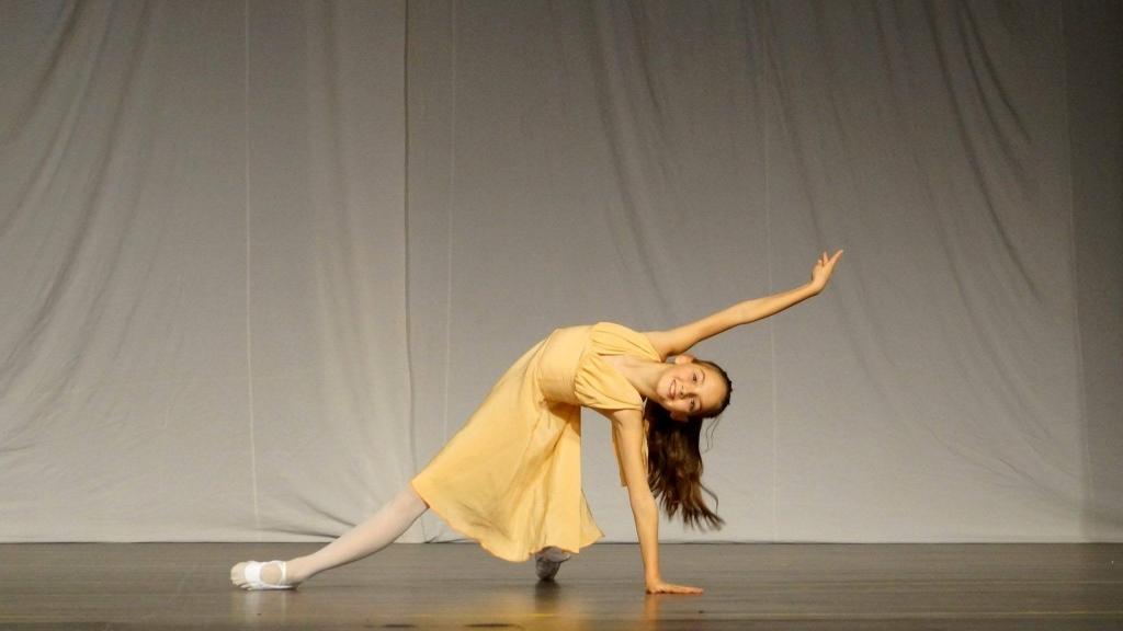 Балерина от Русе се включи в академия край Елена