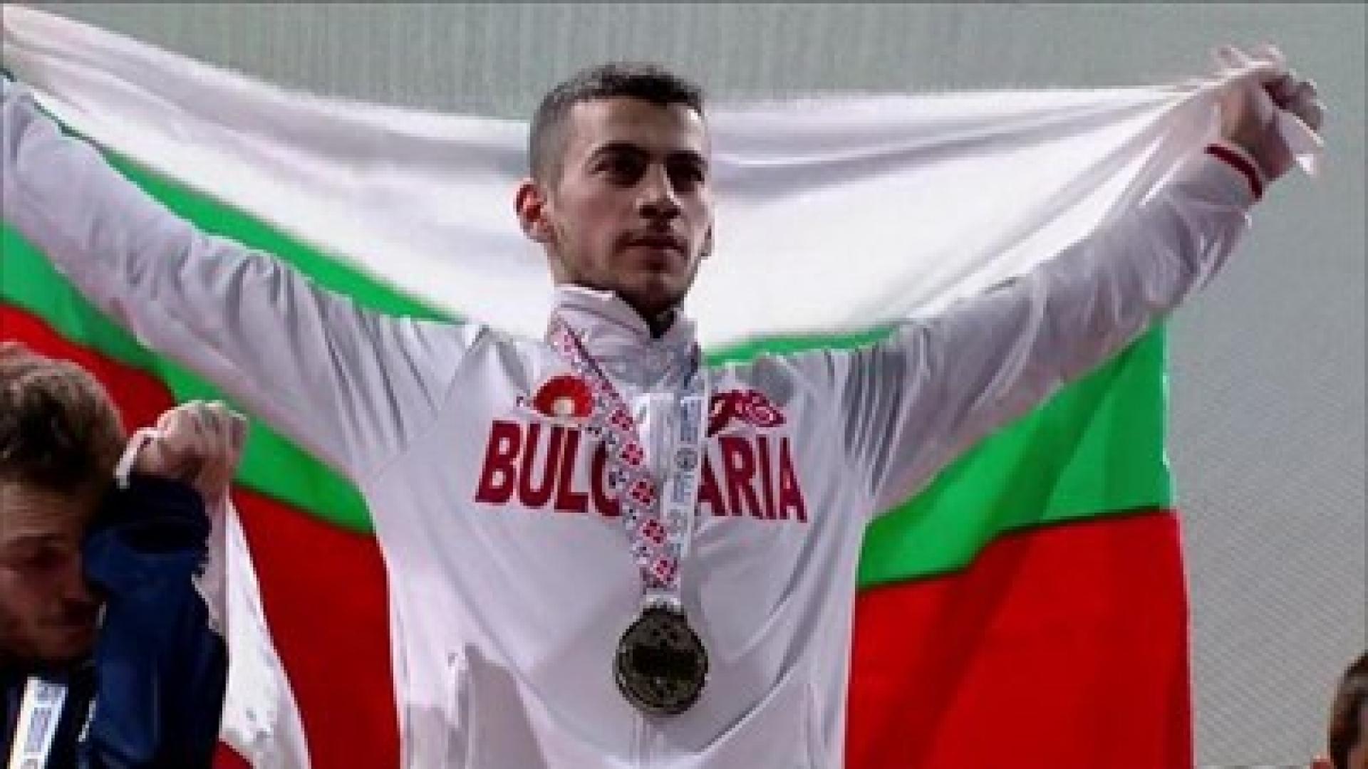 Русенец представя България на Световното първенство по вдигане на тежести