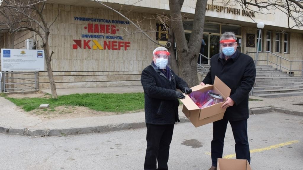 """Университетът дари 50 шлема на УМБАЛ """"Канев"""""""