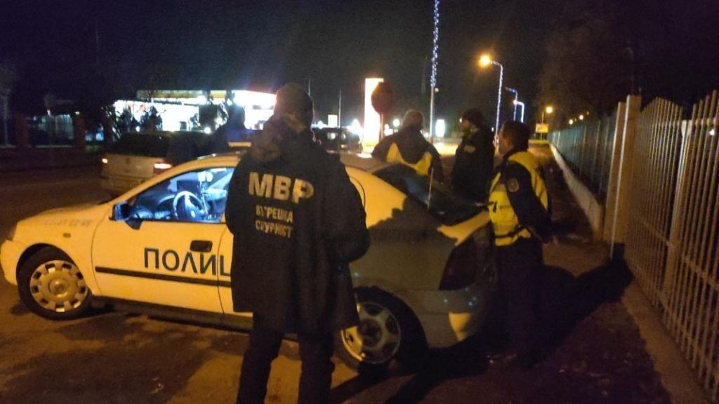 Трима русенски полицаи са арестувани заради подкуп