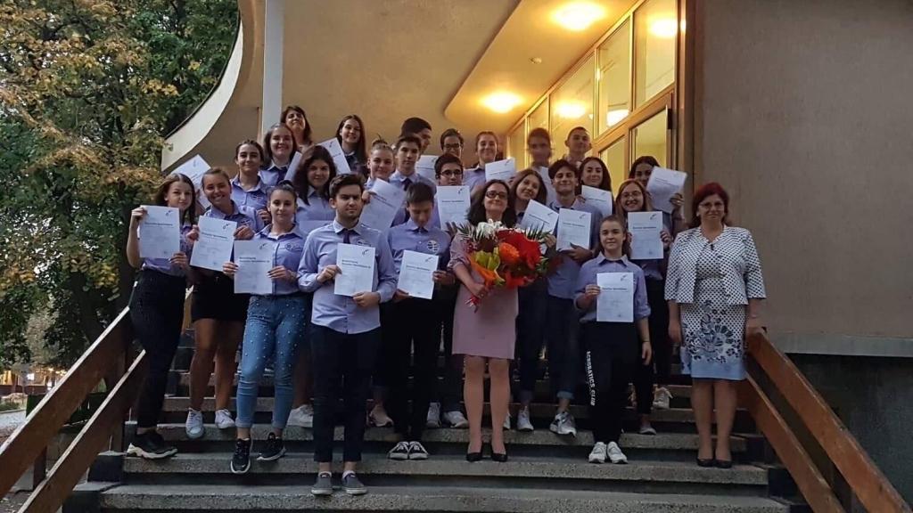 Дипломи за ученици от Дойче шуле за Националния празник на Германия
