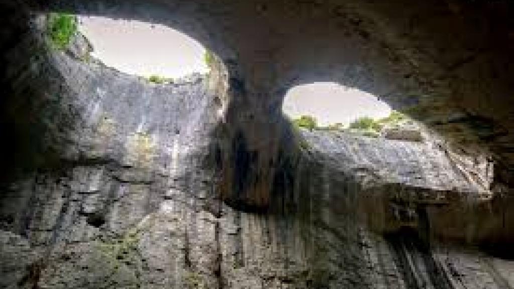 Пещерата Проходна и Очите на Господ