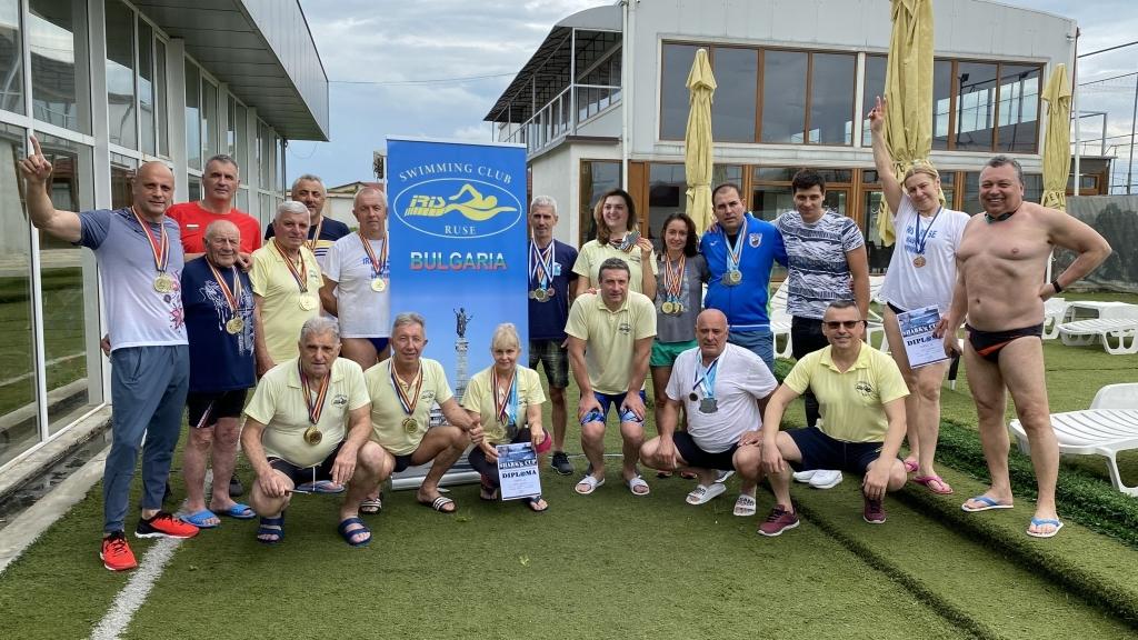 """Плувците на """"Ирис-Русе-Ветерани"""" отново златни призьори в Плоещ и добро представяне в Смолян"""
