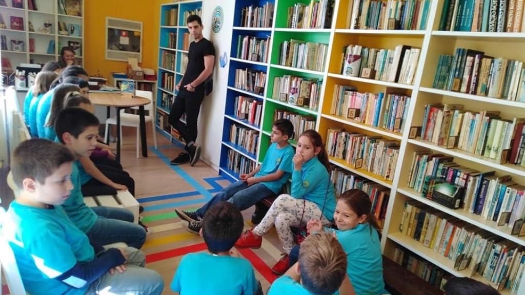 "Милен Хальов представи своя книга пред ученици от ОУ ""Отец Паисий"""