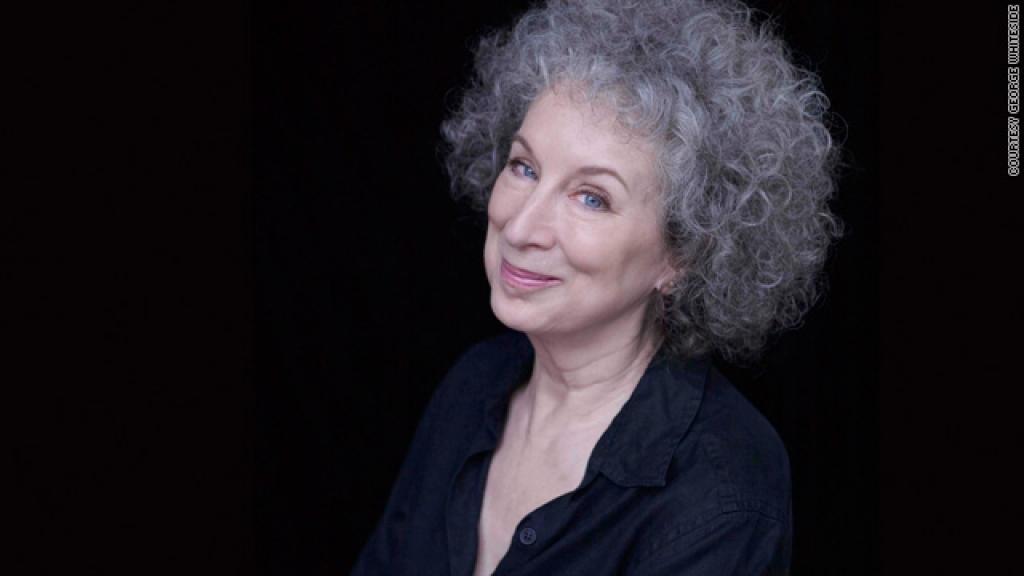"""На тази дата е родена създателката на нашумелия роман """"Разказът на прислужницата"""" - Маргарет Атууд"""