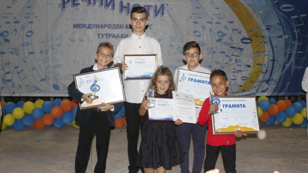 """Русенски изпълнители се завърнаха с награди от конкурса """"Речни ноти"""""""