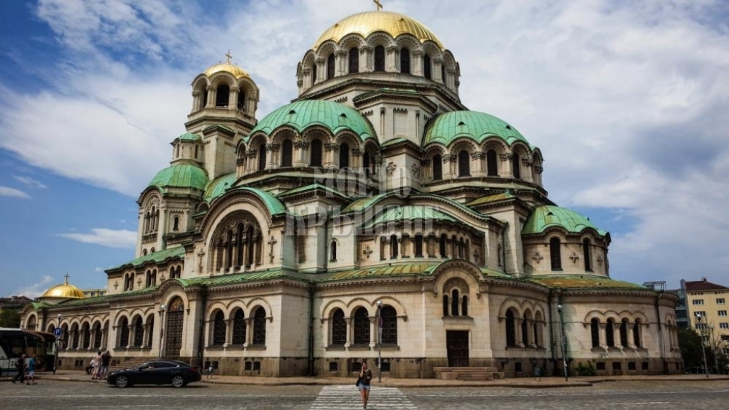 На тази дата Българската православна църква е обявена за автокефална