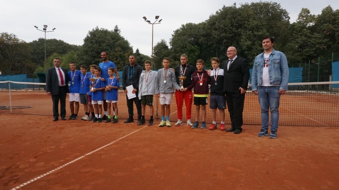 Приключи тенис турнирът за юноши и девойки