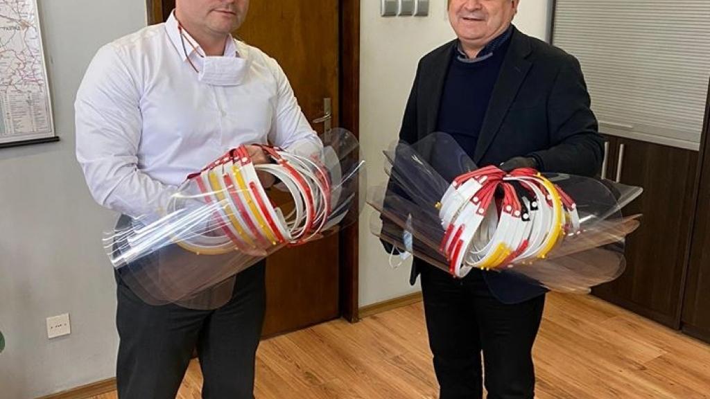 Русенски университет дари предпазни шлемове на КОЦ и Белодробната болница