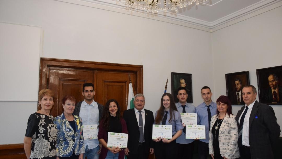 """Ученици заеха ръководните места в Русенския университет в рамките на инициативата """"Мениджър за един ден"""""""