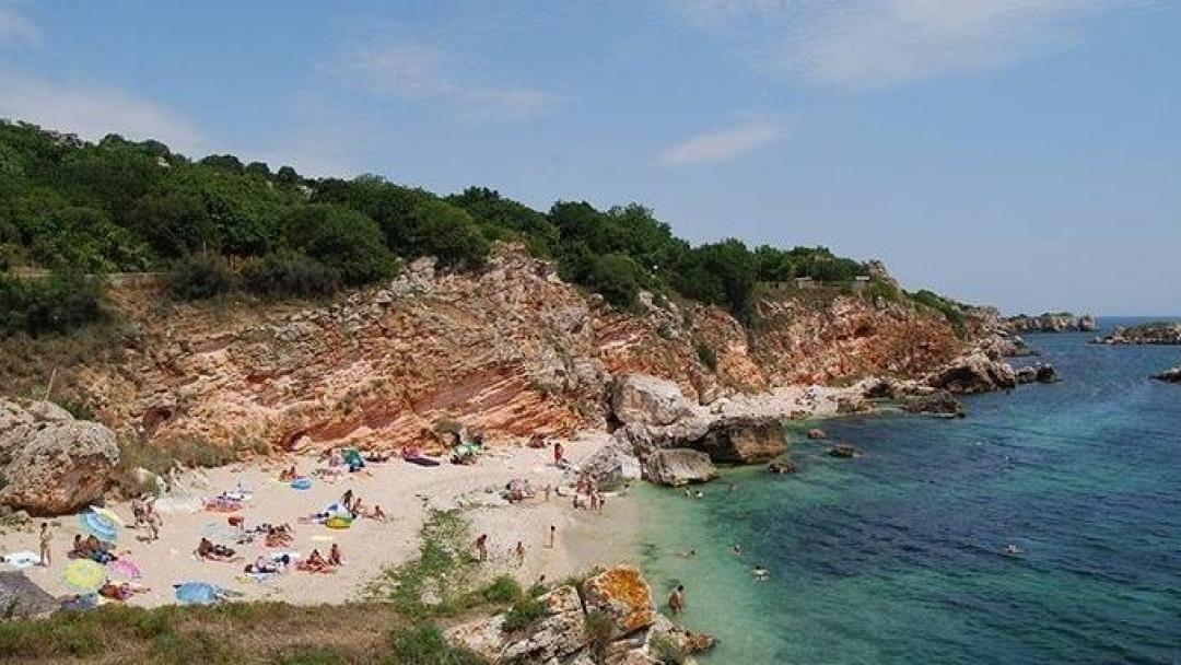 """Наложена е имуществена санкция за ограничаване достъпа до плажовете """"Русалка"""""""