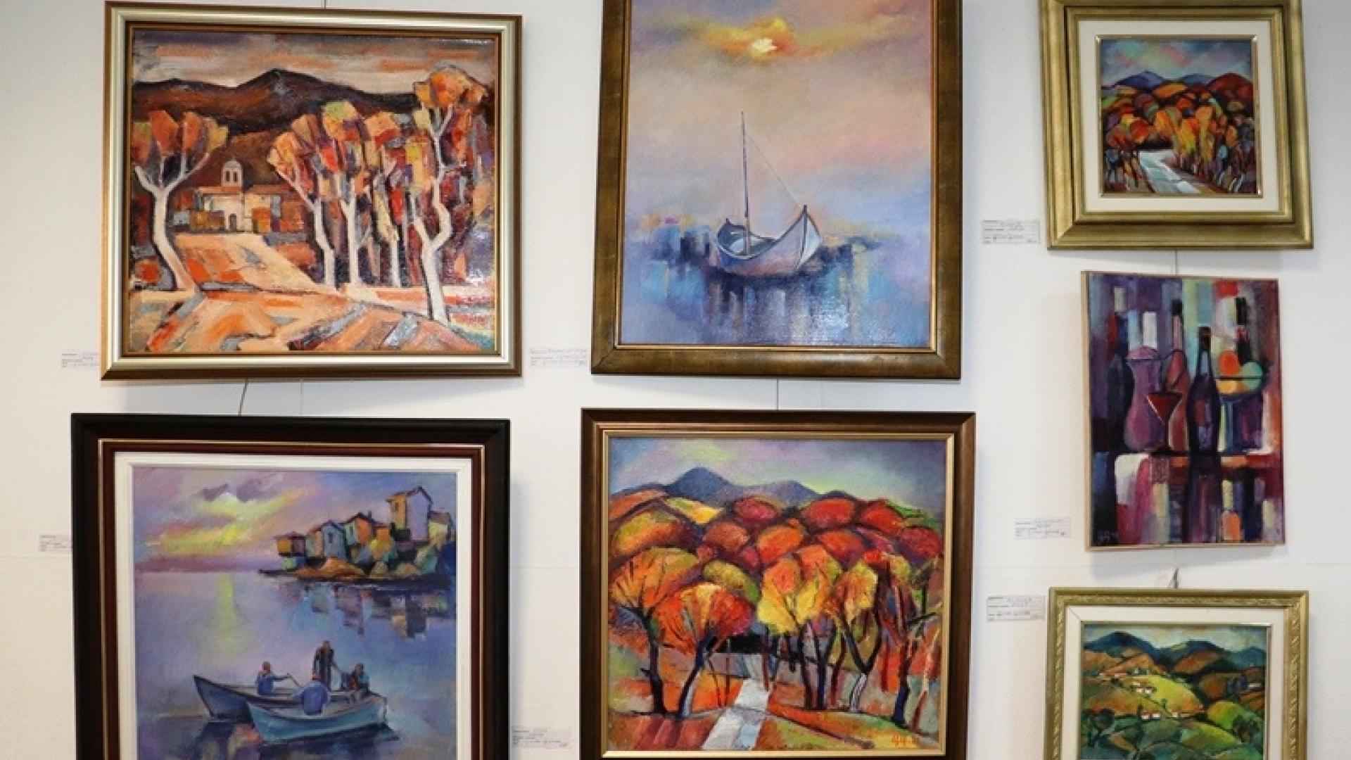 Изложба посветена на любовта, виното и традициите очаква русенци в малката изложбена зала