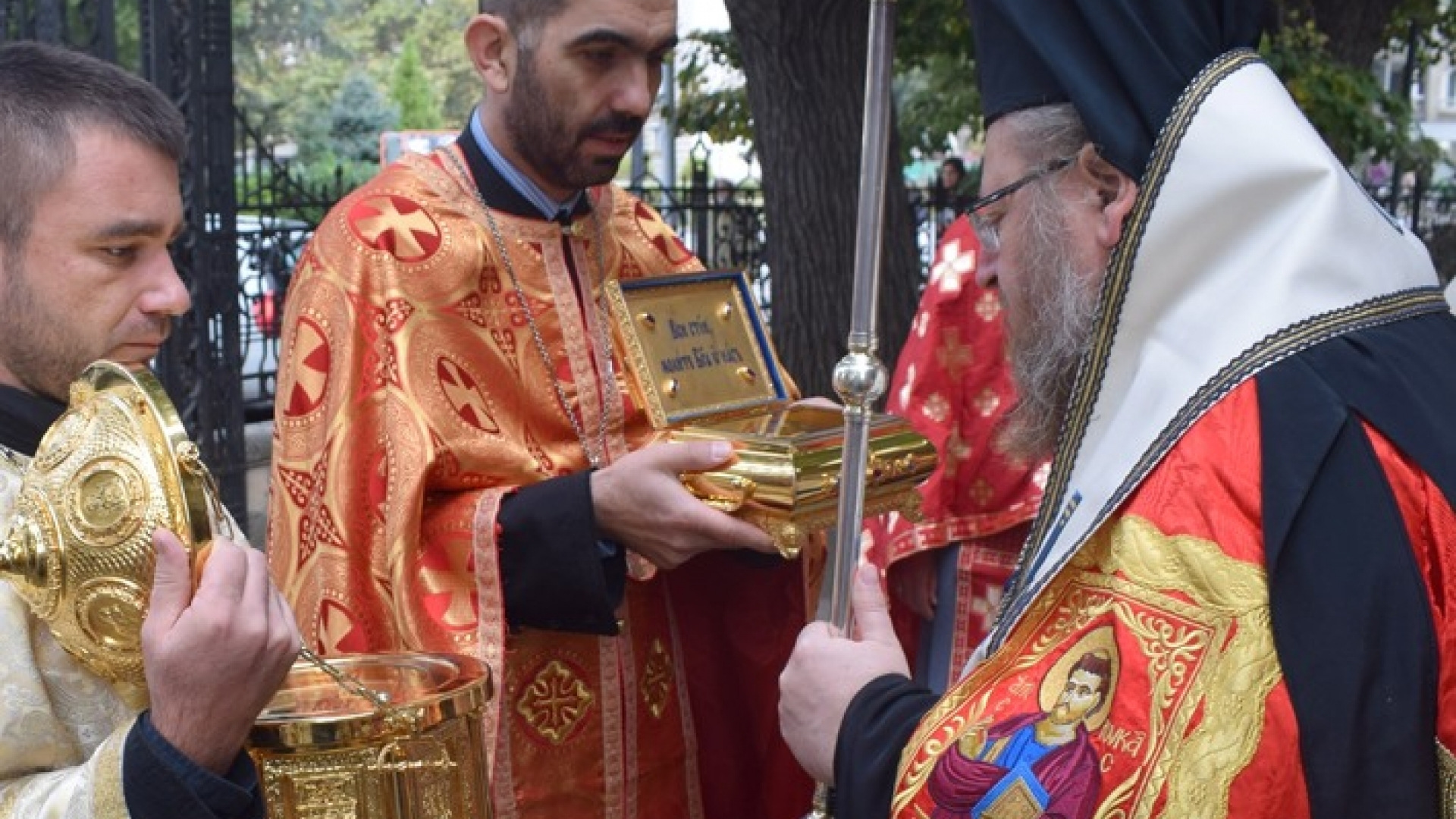 Русе посрещна мощите на Свети лука и Света Матрона