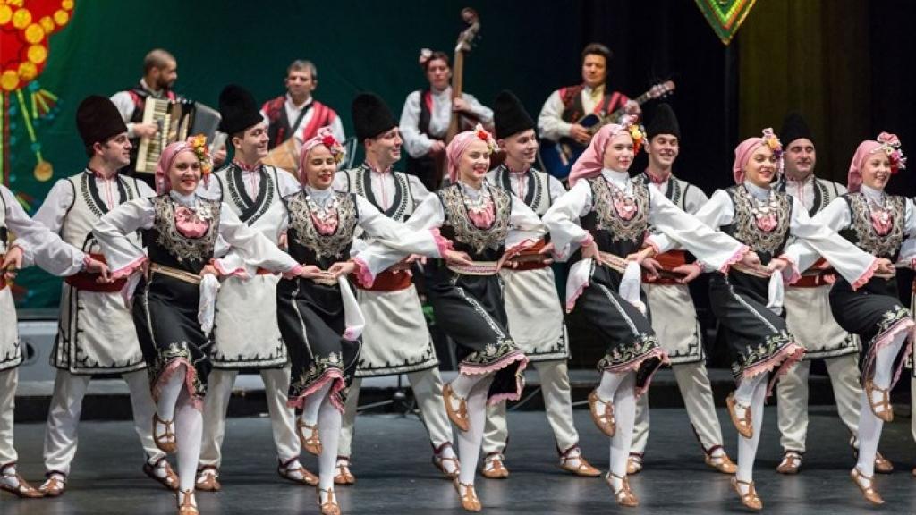 Телевизионни концерти ще забавляват русенци за Коледа и Нова година