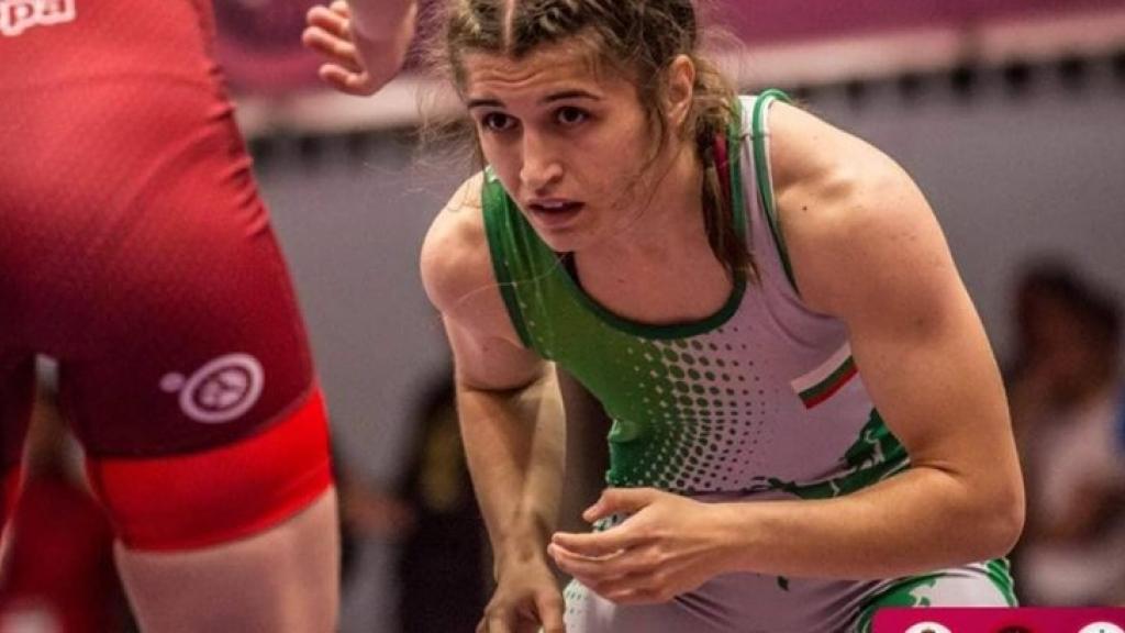 """Състезателка на """"Юнак"""" с медал от Световното по борба за девойки"""