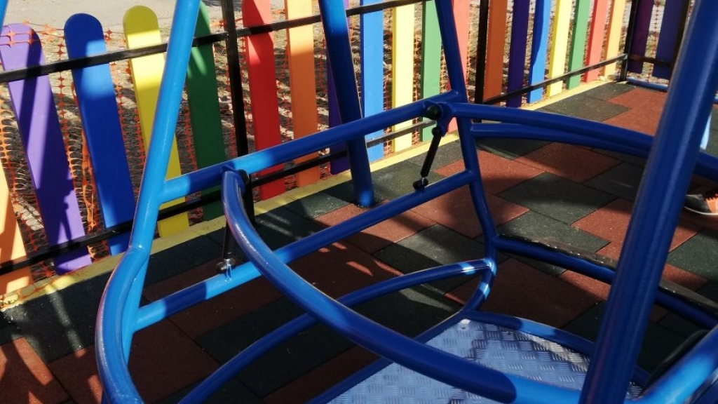 Предстои монтирането на люлка за специални деца в Русе