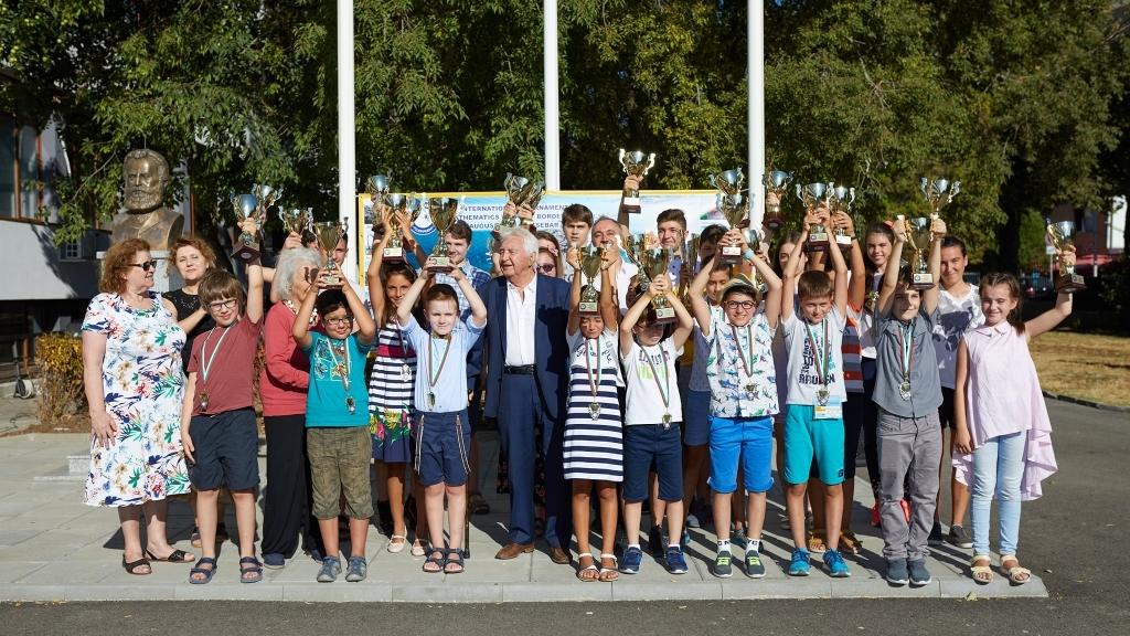 Русенски деца станаха съавтори в съставянето на сборник със задачи по математика
