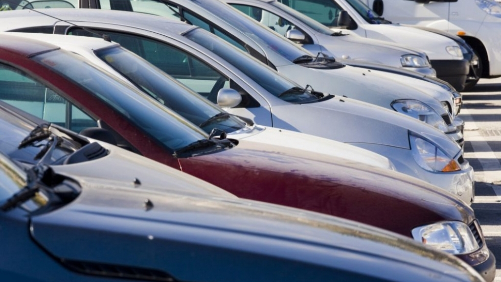 Вдигат данък автомобил за да компенсират недостиг от 4.4 милиона в бюджета?