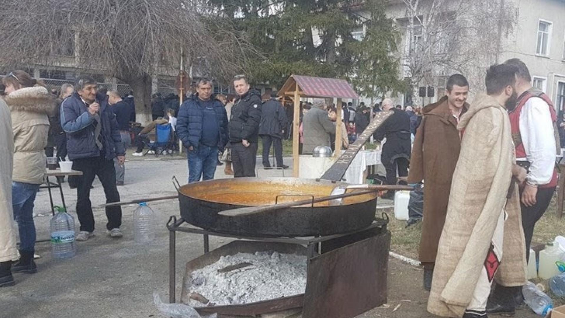 Бабово организира за пети път празника на греяната ракия и зелевата чорба