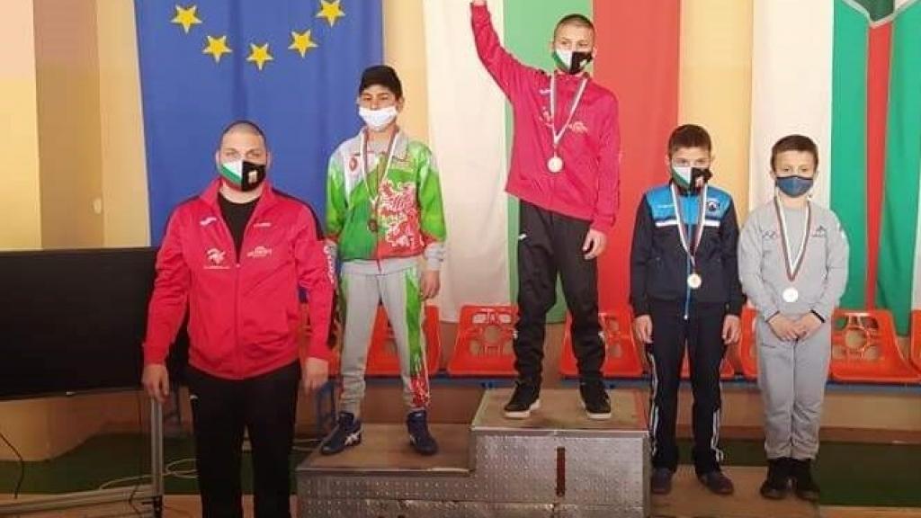 Медали за младите борци от Русенска област от шампионата в Сливен