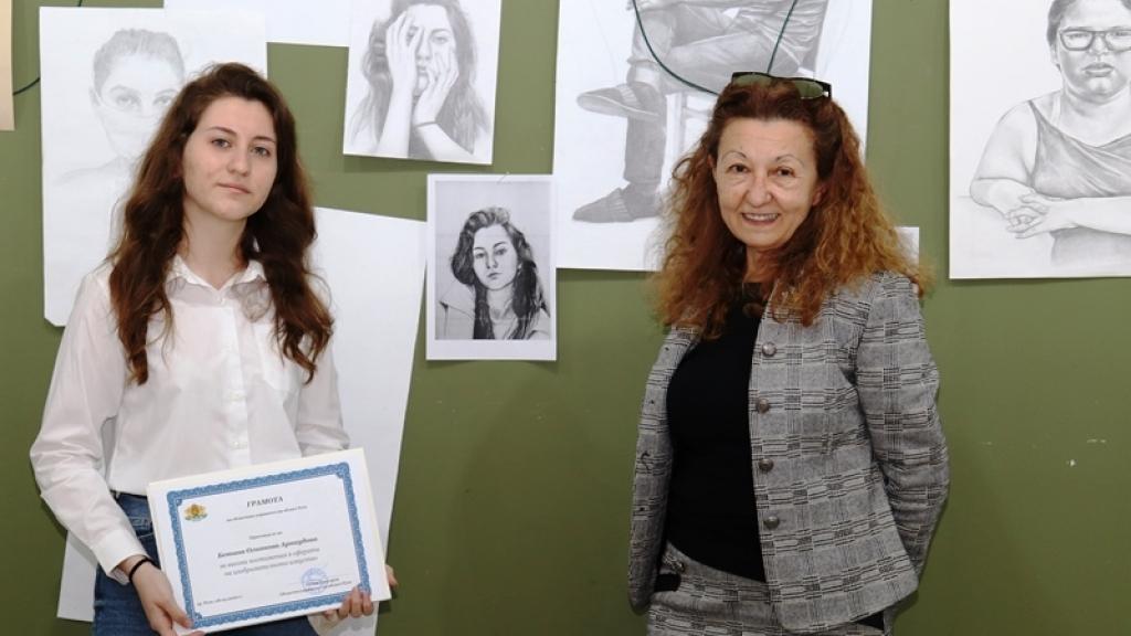 Ученичка от НУИ с награда от областният управител