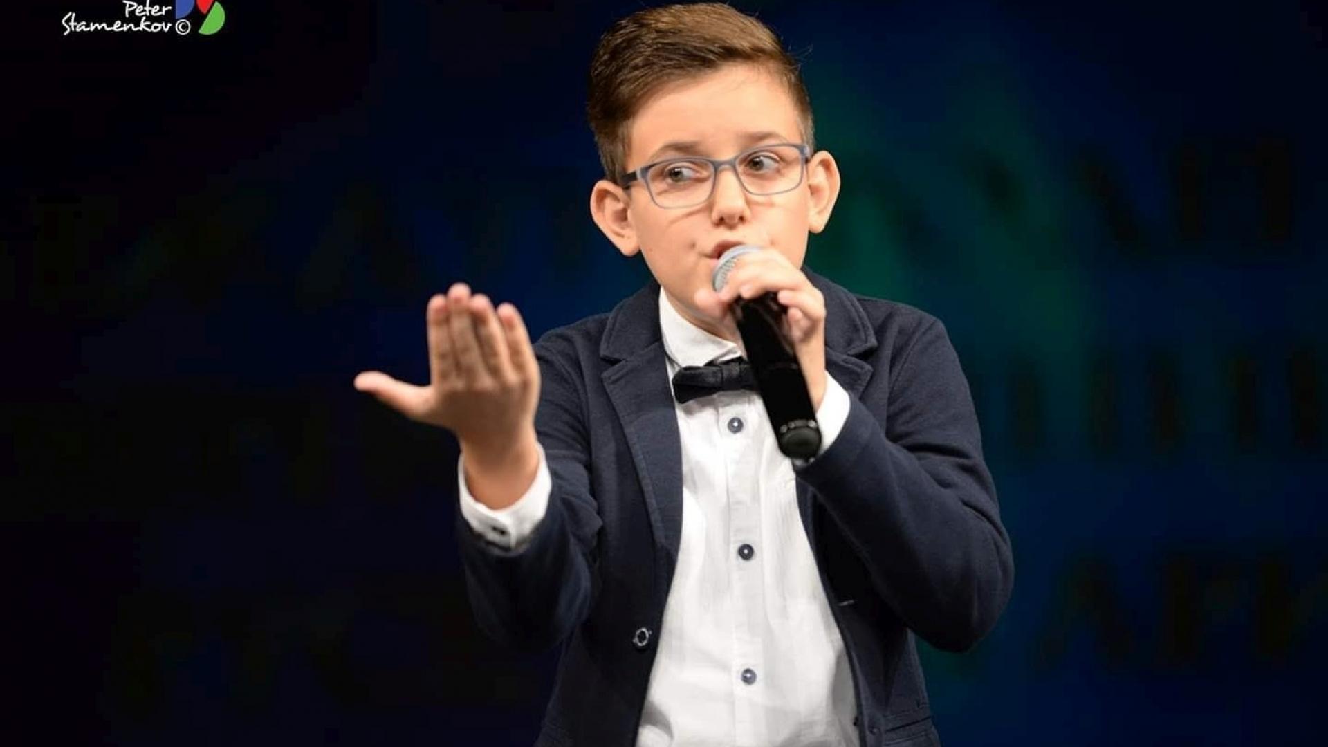 """Млад русенец се класира на второ място на националния конкурс """"Петнадесет лалета"""""""
