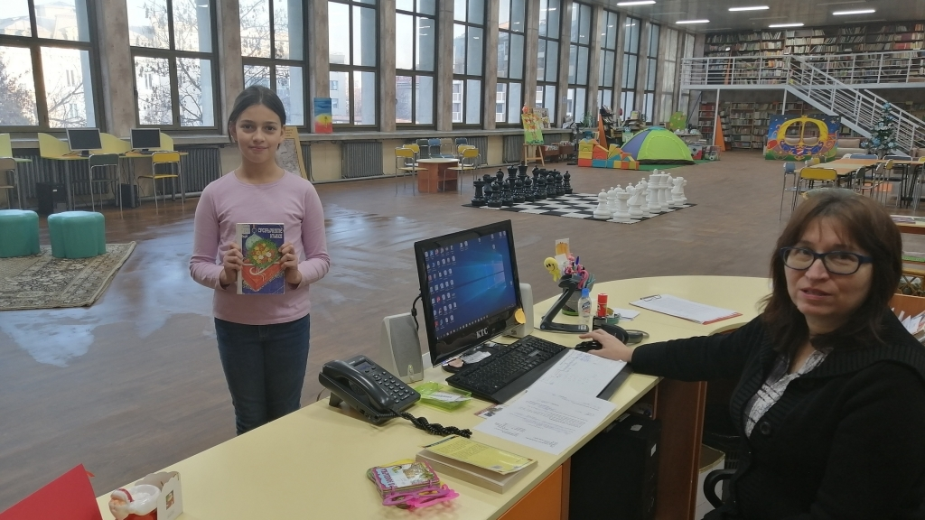 11-годишно момиче е първата читателка в детския отдел на библиотеката за 2020
