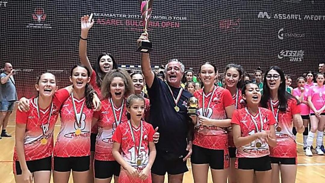 Русенските волейболистки до 13 години с титла от държавното първенство по волейбол